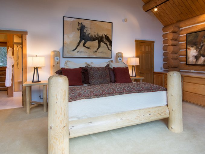 Log house ranch bedroom
