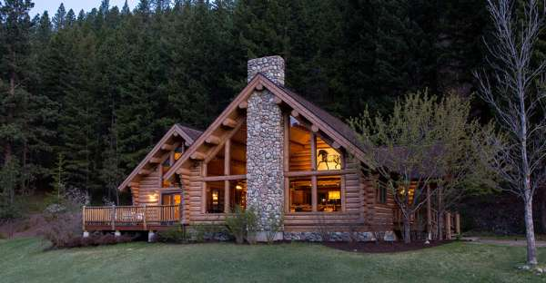 Log house ranch