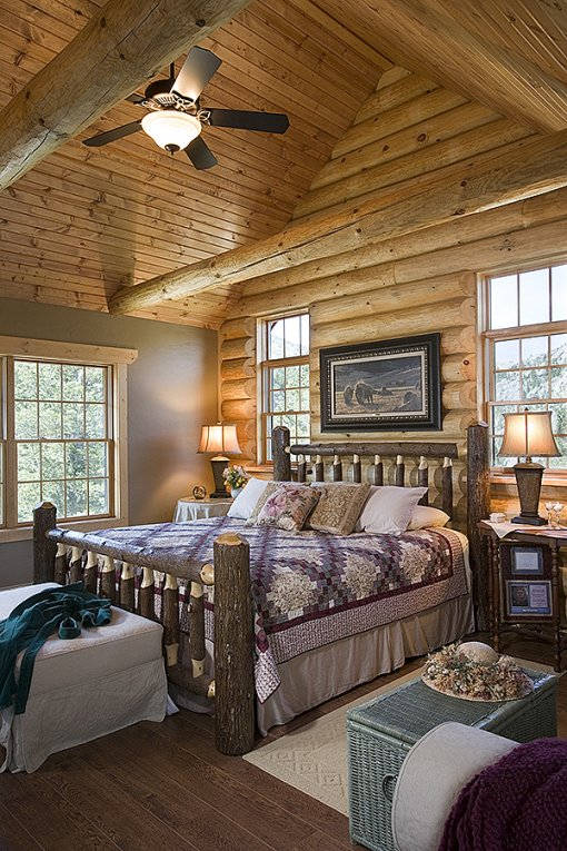 Log home in Montana, bedroom