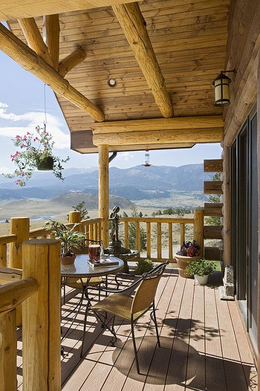 Log home in Montana, porch