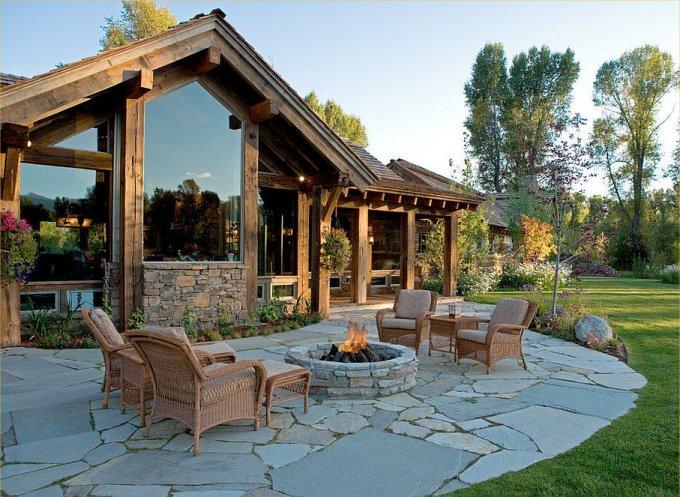 Beautiful log home backyard