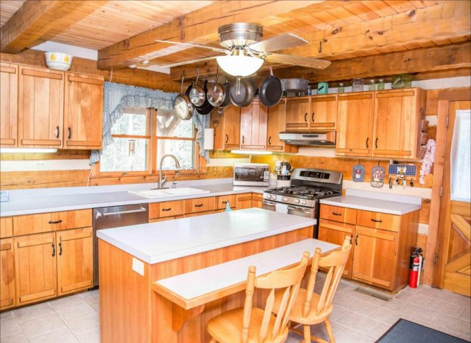 Hearthstone log home kitchen