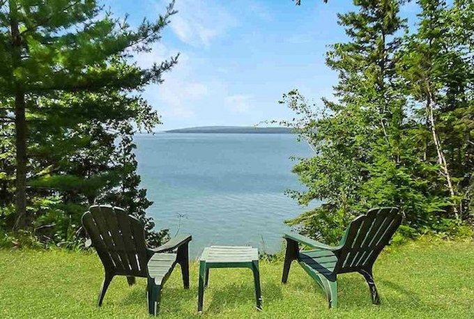 Cozy log cabin lake view