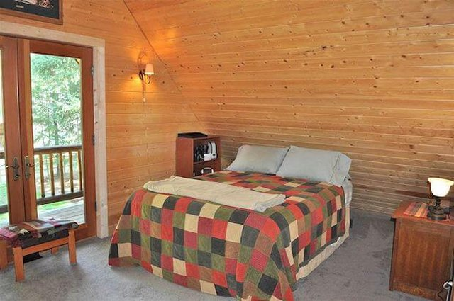 Log house bedroom