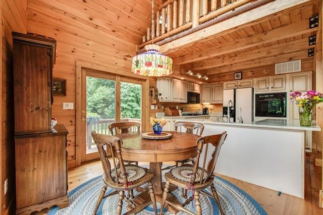 Grand cabin inside