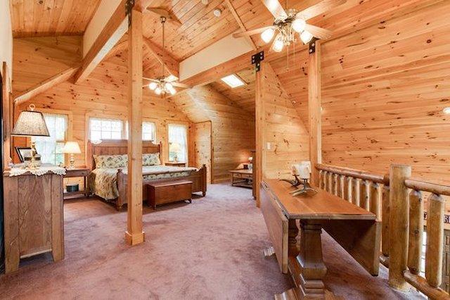 Grand cabin top