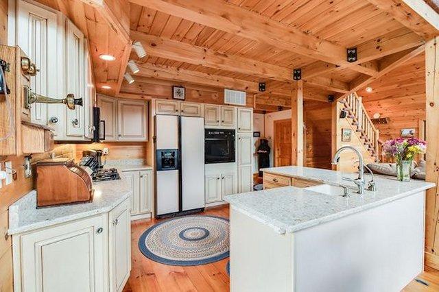 Grand cabin kitchen