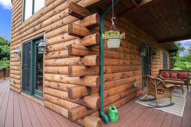 Grand cabin porch