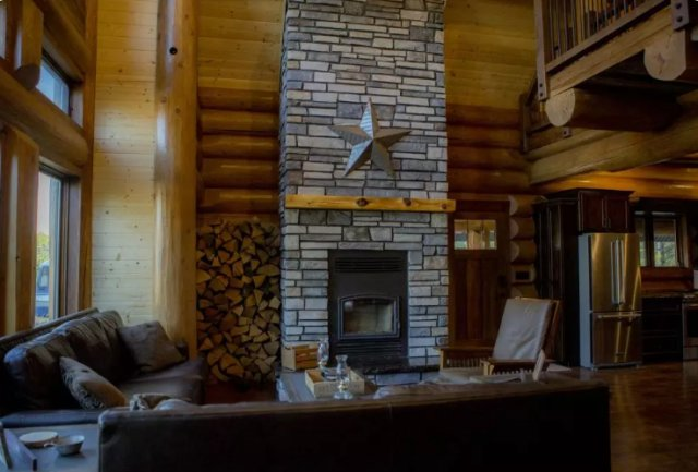 BC log home interior
