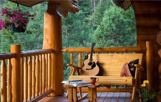 Full scribe log home porch