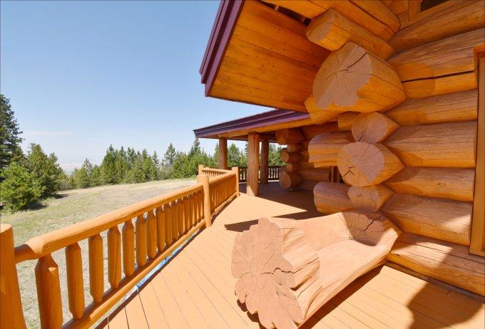 Log home Timber Kings deck