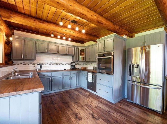 Log home in Revelstoke