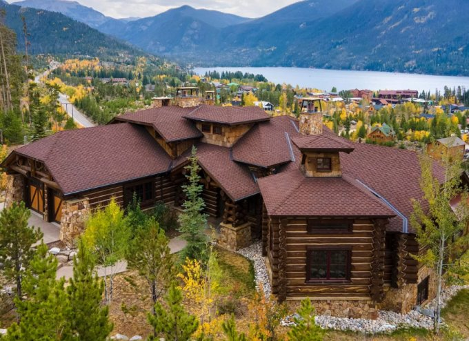 Log home in Colorado