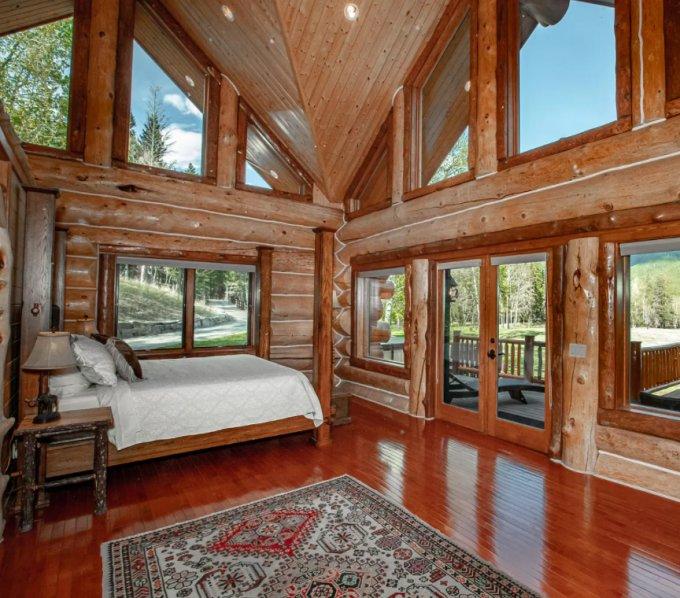 Log home in Montana