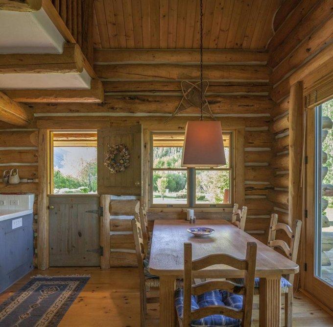 Log house ranch